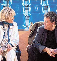 Η Ζαν Μορό (αφηγήτρια στην  παράσταση) με τον Ισραηλινό  σκηνοθέτη Άμος Γκιτάι