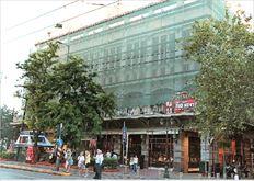 Οι εργασίες  ανακαίνισης  της πρόσοψης  των θεάτρων  «Αθηνών» και  «Βρετάνια»  υπολογίζεται να  ολοκληρωθούν  σε περίπου δύο  μήνες