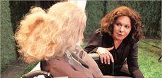 Η Νίτα Παγώνη με την Μαρία  Παπαγιάννη στην παράσταση  «Τηλεφώνησε ο γιος σου» που παίζεται  στη Δεύτερη Σκηνή του «Θεάτρου της  Άνοιξης» κάθε Δευτέρα και Τρίτη