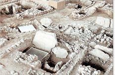 Πολύτιμο  κειμήλιο από  τον στρατηγό  Μιλτιάδη, τον  νικητή της  Μάχης του  Μαραθώνα, το  χάλκινο  κορινθιακό  κράνος του, το  οποίο αφιέρωσε  στον ναό του  Δία στην  Ολυμπία