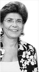 Η ειδική γραμματέας του  υπουργείου Παιδείας καλεί  τον Γ. Καρατζαφέρη και  τους βουλευτές του ΛΑΟΣ  να διαβάσουν το επίμαχο  βιβλίο της «Τι είν΄ η πατρίδα  μας;», αντί- όπως λέει«να αντιγράφουν  ανώνυμους κατηγόρους,  που εφευρίσκουν φράσεις  του και τις διακινούν στο  Διαδίκτυο»