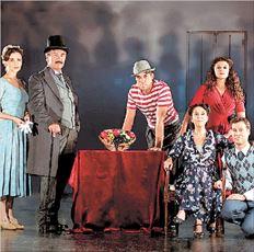 Από την παράσταση «Το τρίτο στεφάνι» (του Κώστα Ταχτσή) με τη  Νένα Μεντή που παίζεται στο Εθνικό Θέατρο- Σκηνή Κοτοπούλη  σε σκηνοθεσία Σταμάτη Φασουλή