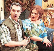 Ο Χρήστος Χατζηπαναγιώτης με τη Βίκυ Σταυροπούλου στην  κωμωδία «Συμπέθεροι απ΄ τα Τίρανα» που παίζεται στο θέατρο  «Λαμπέτη»