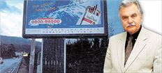 Δικαίωσε η Ολομέλεια του Συμβουλίου της Επικρατείας τον δικηγόρο Αθ. Τσιώκο-Πλαπούτα. Το Ελληνικό  Δημόσιο και ο Δήμος Παπάγου θα του καταβάλουν αποζημίωση 117.338 ευρώ για τον τραγικό θάνατο του  γιου του ύστερα από πρόσκρουση σε διαφημιστική πινακίδα