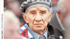 ▅Στο Άουσβιτς. Ένας από τους επιζώντες παρακολουθεί την τελετή μνήμης για τα θύματα