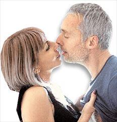Ο Αντώνης Φραγκάκης με τη βελονίστρια - ομοιοπαθητική γιατρό Μαρία Μπελιβάνη στο «Μίλαν - Κούντερα: 1- 0»