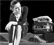 «Η θάλασσα αντιπροσωπεύει όλα όσα έχει χάσει»  για την ιψενική «Η κυρία από τη θάλασσα»- Μαρία  Ναυπλιώτου