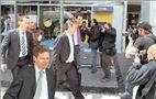 Τα φώτα της δημοσιότητας συγκέντρωσαν πάνω τους οι τεχνοκράτες του  ΔΝΤ και της  Ευρώπης. Επικεφαλής της αντιπροσωπείας του Διεθνούς  Νομισματικού Ταμείου είναι ο  55χρονος Δανός Ρaul Τhomsen (αριστερά),  που θεωρείται εξπέρ στις οικονομίες των χωρών  της Κεντρικής και  Ανατολικής Ευρώπης