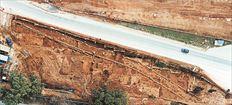 Η αρχαία οδός  εντοπίστηκε  πρόσφατα  (εδώ σε  αεροφωτογραφία)   παράλληλα προς  τη σημερινή  λεωφόρο ΣπάτωνΛούτσας, δίπλα  στη βόρεια   περίφραξη  του αεροδρομίου  «Ελευθέριος  Βενιζέλος»