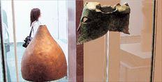 Η ζωροαστρική παράδοση στο Ιράν βλέπει πολύ αρνητικά τον Μέγα  Αλέξανδρο (εδώ, ο Κόλιν Φάρελ στον ρόλο του μακεδόνα στρατηλάτη,  στην ταινία του Ολιβερ Στόουν), καθώς του χρεώνει ότι από έναν τόσο  σημαντικό πολιτισμό, όσο ο αρχαίος περσικός, δεν έχουν σωθεί γραπτές  πηγές, καθώς θεωρείται ότι κατέστρεφε όλες τις πινακίδες με σφηνοειδή  γραφή- αφού έβαζε να τις αντιγράφουν