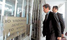 Το κλιμάκιο του ΔΝΤ επισκέφθηκε χθες το υπουργείο Υγείας (στη  φωτογραφία ο επικεφαλής Πάουλ Τόμσεν). Οι εκπρόσωποι  της «τρόικας»  πιέζουν για σκληρούς όρους δανεισμού από τον μηχανισμό στήριξης