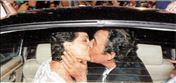 Η Αντζελα Γκερέκου με τον Τόλη Βοσκόπουλο την ημέρα του γάμου τους. Υπό την πίεση του Μαξίμου η υφυπουργός Τουρισμού τέθηκε χθες εκτός κυβέρνησης