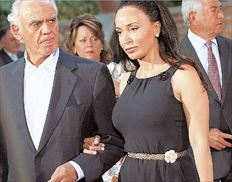▅Ο Ακης Τσοχατζόπουλος με τη σύζυγό του Βίκυ Σταμάτη προσερχόμενοι σε δεξίωση