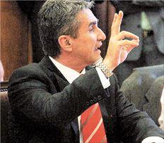 Ο Ανδρέας Λοβέρδος στη χθεσινή συνεδρίαση του ΚΤΕ Εργασίας του ΠΑΣΟΚ. Σύμφωνα  με όσα είπε στους συναδέλφους του, οι ρυθμίσεις του Ασφαλιστικού και του  Εργασιακού υλοποιούν τις προβλέψεις του μνημονίου