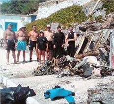 Ο βυθός στον Ορμο της Κανάλας στην Κύθνο έκρυβε μια  μικρή χωματερή. Βατραχάνθρωποι του Λιμενικού και  ντόπιοι ψαράδες έβαλαν πρόσφατα ένα χεράκι για να  συμμαζέψουν την κατάσταση