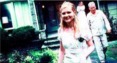 Η Κίρστεν Ντανστ κλέβει την παράσταση στην ταινία της Σοφίας Κόπολα. Εύθραυστη. Ευάλωτη. Ιδιαίτερη. Σαν να είναι κεντη  µένη µε τα χαρακτηριστικά ηρωίδας του Τσέχωφ (εδώ µε τους Τζέιµς Γουντς, Κάθλιν Τέρνερ)