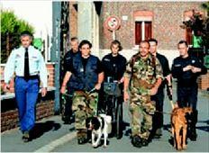 Γάλλοι αστυνοµικοί  µε ειδικά  εκπαιδευµένα  σκυλιά βρήκαν τα  πτώµατα των  οκτώ νεογνών  που ήταν θαµµένα στον κήπο και  στο γκαράζ  χωριού της  Βόρειας Γαλλίας.