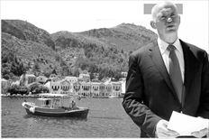 23 Απριλίου 2010.  Ο Πρωθυπουργός  Γιώργος Παπανδρέου ανακοινώνει από  το Καστελλόριζο την  προσφυγή της Ελλάδας στον ευρωπαϊκό  µηχανισµό στήριξης