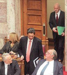 Γενικό συντονιστή της κυβέρνησης ετοιμάζει ο Γιώργος Παπανδρέου (επάνω δεξιά  στη φωτογραφία). Για τη θέση ακούγονται τα ονόματα του Γιάννη Ραγκούση (κάτω αριστερά) ή του Χάρη Παμπούκη (στη μέση). Η νέα δομή δεν σημαίνει απαραίτητα την υποβάθμιση του ρόλου του αντιπροέδρου Θ. Πάγκαλου (κάτω δεξιά)