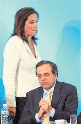 ▅Μπακογιάννη και Σαμαράς τον Απρίλιο στο προσυνέδριο της  Ν.Δ. στο Ναύπλιο. Παρ΄ ότι η πρώην υπουργός δηλώνει ότι δεν  στοχεύει στον διαμελισμό της Ν.Δ., στελέχη όπως ο Χρήστος  Μαρκογιαννάκης (δεξιά) δηλώνουν ήδη έτοιμα να μετάσχουν σε  νέο πολιτικό φορέα