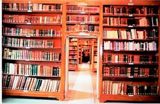 Από το 1971 είχαν να ακουστούν ανθρώπινες φωνές στην πλουσιότατη βιβλιοθήκη της ιστορικής Θεολογικής Σχολής της Χάλκης, που άνοιξε ξανά χθες για µια εικαστική έκθεση