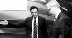 Ο υπουργός Οικονομικών Γιώργος Παπακωνσταντίνου και  ο ευρωπαίος επίτροπος Οικονομικών Υποθέσεων Ολι Ρεν κατά  την επίσκεψη του δεύτερου τον προηγούμενο Μάιο στην Αθήνα.  Τότε είχε κλειστεί η συμφωνία για το Μνημόνιο που έχει ισχύ  μέχρι το 2013 και ο ευρωπαίος αξιωματούχος μάς είχε ευχηθεί  στα ελληνικά: «Ελληνες κουράγιο». Τώρα μελετά την επέκταση  του Μνημονίου μέχρι το 2020... Χρειαζόμαστε κάποια ευχή;