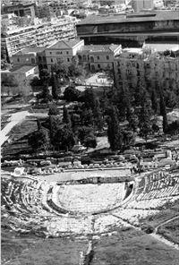 Πολίτες αναστηλώνουν πέντε αρχαία θέατρα
