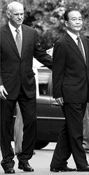 Ο Πρωθυπουργός υποδέχεται τον κινέζο οµόλογό του Γουέν Τζιαµπάο το Σάββατο  στο Μέγαρο Μαξίµου. Τα αποτελέσµατα της επίσκεψης υπερέβησαν τις προσδοκίες  της ελληνικής πλευράς