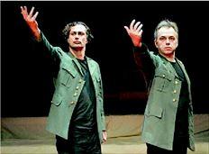 Σκηνή από την  παράσταση  «Μακµπέτ» που  παίζεται για δεύτερο χρόνο στο  θέατρο «Στούντιο  Μαυροµιχάλη»