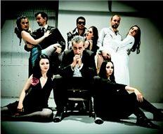 Πρώτος τανγκέρο στη µουσική - θεατρική παράσταση «Mala Junta» («Κακές παρέες» σε ελεύθερη απόδοση, µε νύξη και για τη χούντα της Αργεντινής) θα είναι ο  Γιώργος Νινιός