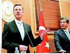 Ο γερµανός υπουργός Οικονοµικών  Γκίντο Βεστερβέλε µε τον τούρκο οµόλογό του Αχµέτ  Νταβούτογλου. Τα τηλεγραφήµατα της αµερικανικής πρεσβείας αποκαλύπτουν πως ο επικεφαλής της  γερµανικής διπλωµατίας θεωρεί πως η Τουρκία δεν είναι «αρκετά σύγχρονη χώρα»