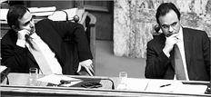 Ο βουλευτής Πρέβεζας του  ΠΑΣΟΚ Βαγγέλης Παπαχρήστος, σε παλαιότερη συνεδρίαση του Πολιτικού Συµβουλίου  του κόµµατος. Χθες, µε απόφαση του Γ. Παπανδρέου, ετέθη  εκτός Κοινοβουλευτικής Οµάδας του ΠΑΣΟΚ, επειδή καταψήφισε επί της αρχής το πολυνοµοσχέδιο για τις ∆ΕΚΟ και τα  εργασιακά