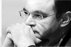 Ο υπουργός Οικονοµικών  παρακολουθεί τη χθεσινή οµιλία του επιτρόπου Μισέλ Μπαρνιέ στο Μέγαρο Μουσικής.  Στην τοποθέτησή του στην ίδια εκδήλωση του ΙΣΤΑΜΕ, ο Γ. Παπακωνσταντίνου ξεκαθάρισε ότι βούληση της κυβέρνησης  είναι να «αρθούν οι στεβλώσεις» των κλειστών επαγγελµάτων