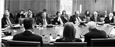 Στιγµιότυπο από τη χθεσινή συνεδρίαση του Υπουργικού Συµβουλίου, όπου παρουσιάστηκε το νοµοσχέδιο για το άνοιγµα των κλειστών επαγγελµάτων. Ο Πρωθυπουργός τόνισε ότι η  άρση των περιορισµών που ίσχυαν για δεκάδες επαγγέλµατα θα δώσει ώθηση στην ανάπτυξη
