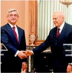 Φωτογραφία από τη συνάντηση του  Κάρολου Παπούλια µε τον Πρόεδρο  της Αρµενίας στις 18 Ιανουαρίου