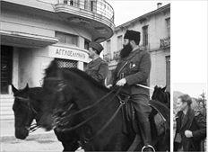 Ο στρατιωτικός  διοικητής του ΕΛΑΣ,  στρατηγός Στέφανος  Σαράφης και ο Αρης  Βελουχιώτης µπαίνουν  στα Γιάννινα στις 28  ∆εκεµβρίου 1944 και  ο Κώστας Μπαλάφας  είναι εκεί για να  τους απαθανατίσει.  Κάτω, ο φωτογράφος  την περίοδο που  «φυλάκιζε» στον  φακό του εικόνες  της Αντίστασης  στην Ηπειρο