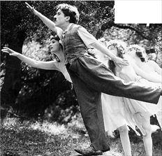Ο Τσάρλι  Τσάπλιν σε  στιγµιότυπο  από την  ταινία µικρού  µήκους  «Sunnyside»  του 1919