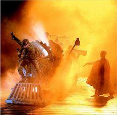 Μια απ' τις εκθαµβωτικές σκηνές του «Φρανκενστάιν» του Ντάνι Μπόιλ που είδαµε  απ' το λονδρέζικο Εθνικό Θέατρο, µέσω δορυφορικής µετάδοσης, στο Μέγαρο Μουσικής