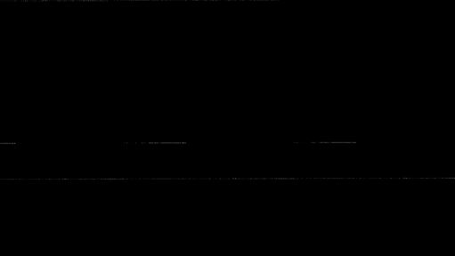 Δύο χαρακτηριστικά προσωπεία κρατά  στα χέρια του ο Διονύσης Ξαξίρης που  εργάζεται στο βεστιάριο του Εθνικού  Θεάτρου. Πεπιεσµένο χαρτί και λάτεξ  «πάντρεψε» ο Βασίλης Φωτόπουλος για  να φτιάξει το προσωπείο που φορούσε  ο Νικήτας Τσακίρογλου ως Κράτος στον  Προµηθέα Δεσµώτη που σκηνοθέτησε  ο Αλέξης Μινωτής το 1979 (δεξιά). Το  µικρότερο προσωπείο, τι οποίο το φόρεσε  ο Νίκος Κούρκουλος ως Οιδίποδας  Τύραννος το 1982 στην παράσταση που  σκηνοθέτησε ο Μίνως Βολανάκης, είναι  φτιαγµένο από πεπιεσµένο χαρτί και  φύλλα διά χειρός Διονύση Φωτόπουλου