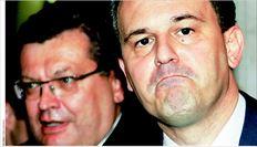 Ο Δηµήτρης Δρούτσας (δεξιά, στη χθεσινή συνάντηση µε τον ουκρανό οµόλογό του Κ. Γκρισένκο, στο Κίεβο) βρέθηκε στο στόχαστρο  βουλευτών του ΠΑΣΟΚ ύστερα από δηλώσεις του µε τις οποίες τασσόταν κατά της χορήγησης κρατικών αυτοκινήτων στους βουλευτές