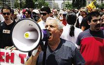 συνταξιουχοι διαδηλωτες σε απογνωση στο ΙΚΑ